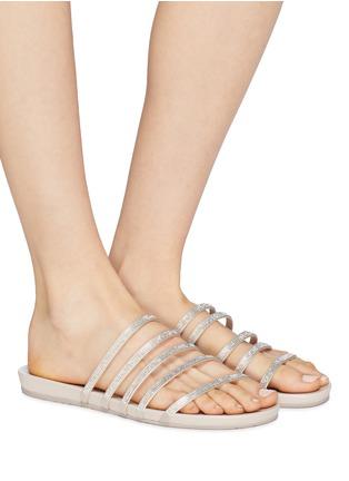 模特儿示范图 - 点击放大 - Pedro García - Gala仿水晶缎面搭带拖鞋