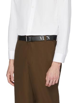 模特儿示范图 - 点击放大 - Valentino - VLTN品牌名称小牛皮腰带