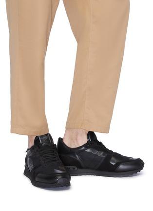 模特儿示范图 - 点击放大 - Valentino - Rockrunner拼接设计网眼布运动鞋