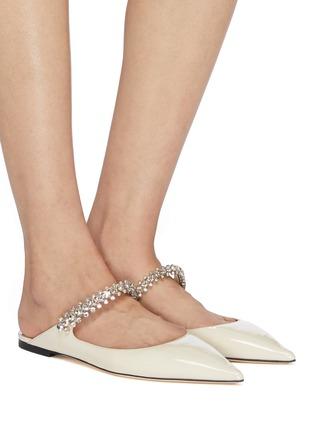 模特儿示范图 - 点击放大 - Jimmy Choo - Bing仿水晶搭带漆皮露跟平底鞋