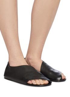 MARSÈLL Arsella切割设计荔枝纹真皮拖鞋