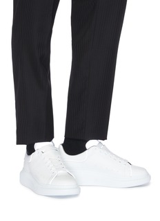 Alexander McQueen Larry oversize反光鞋舌小牛皮厚底运动鞋