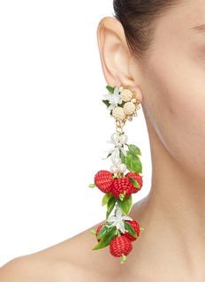 Mercedes Salazar 人造珍珠立体红莓吊坠夹耳式耳环