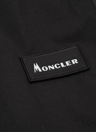 - Moncler Genius - x Fragment Hiroshi Fujiwara品牌名称布饰拼贴派克大衣