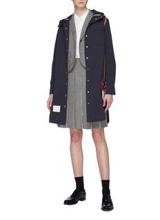 Thom Browne 链条刺绣小鸭徽章连帽派克大衣