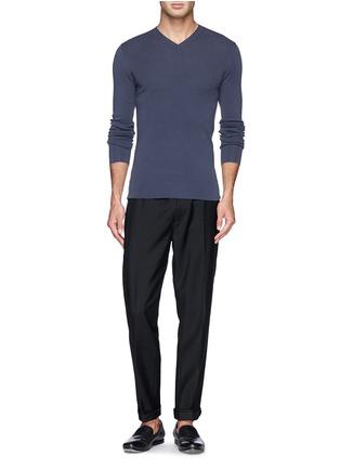 模特儿示范图 - 点击放大 - DOLCE & GABBANA - 纯色V领羊毛针织衫