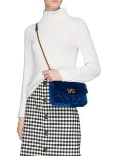 Balenciaga BB标志天鹅绒链条钱包
