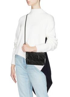 Balenciaga BB标志绗缝真皮链条钱包