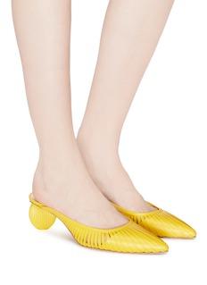 Cult Gaia Alia圆形粗跟镂空真皮穆勒鞋