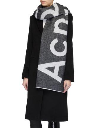 模特儿示范图 - 点击放大 - Acne Studios - logo混羊毛围巾