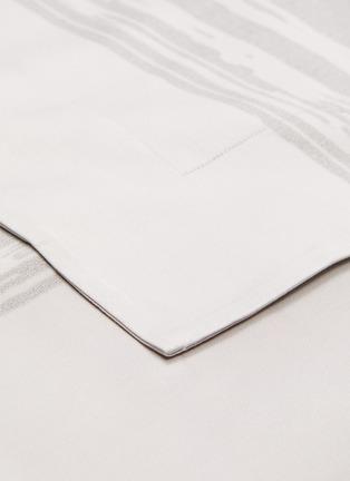 细节 –点击放大 - André Fu Living - Artisan Artistry特大双人床笔触图案棉缎四件套-灰色及米色