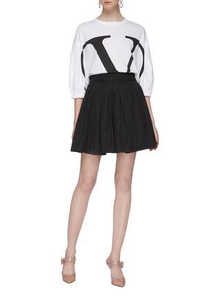 模特儿示范图 - 点击放大 - Valentino - 塔夫绸褶裥喇叭半裙