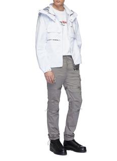 HELIOT EMIL 可拆式衣袖透明口袋连帽防风衣