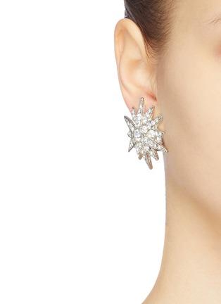 模特儿示范图 - 点击放大 - Kenneth Jay Lane - 仿水晶星星造型夹耳式耳环