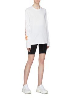 Victoria Beckham x Reebok品牌名称纯棉T恤
