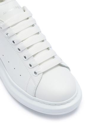 细节 - 点击放大 - ALEXANDER MCQUEEN - 绒面皮拼贴小牛皮厚底运动鞋