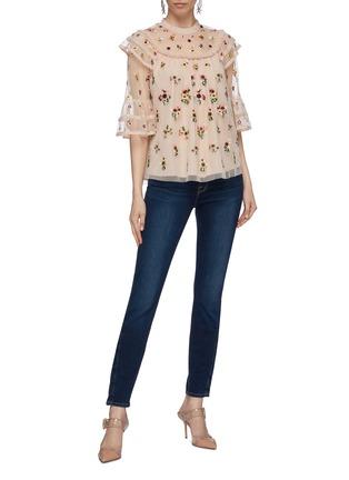 模特儿示范图 - 点击放大 - Needle & Thread - Magdalena荷叶边花卉刺绣网纱上衣