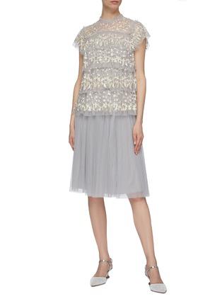 模特儿示范图 - 点击放大 - Needle & Thread - Angelica花卉刺绣层叠木耳边网纱上衣