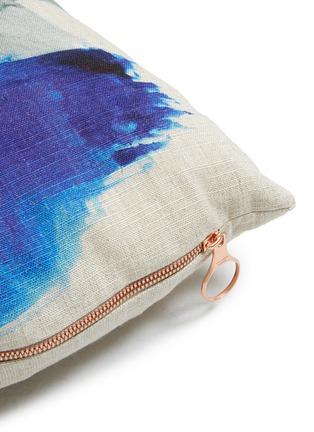 细节 –点击放大 - Tom Dixon - Blot抽象笔触印花长方形亚麻靠垫