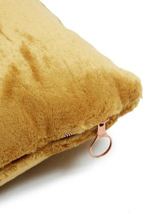 细节 –点击放大 - TOM DIXON - Soft深浅纹理马海毛天鹅绒靠垫-黄色(43厘米)