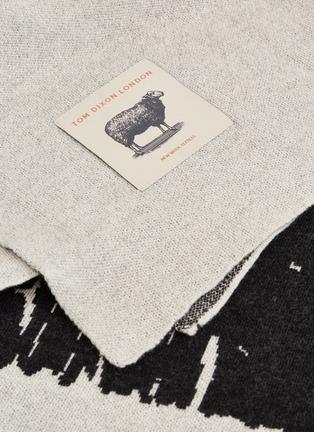 细节 –点击放大 - Tom Dixon - Dash景观图案针织盖毯-黑白色