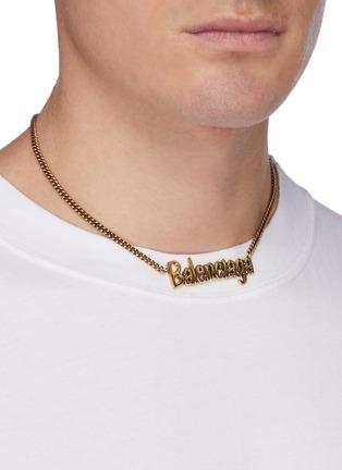 模特儿示范图 - 点击放大 - BALENCIAGA - Typo品牌名称缀饰金属项链