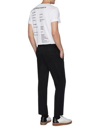 模特儿示范图 - 点击放大 - HELMUT LANG - HELMUT LAWS印花纯棉T恤