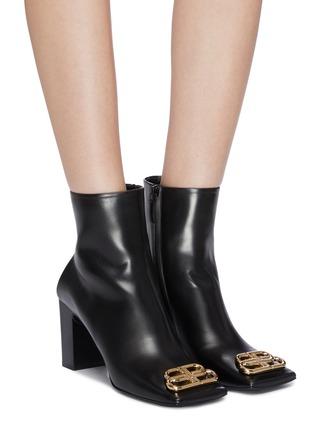 模特儿示范图 - 点击放大 - Balenciaga - BB金属缀饰真皮方头粗跟短靴