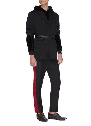 模特儿示范图 - 点击放大 - HAIDER ACKERMANN - 拼色侧格纹羊毛长裤