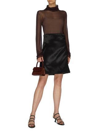 模特儿示范图 - 点击放大 - Bottega Veneta - 折叠细节缎面A字半裙