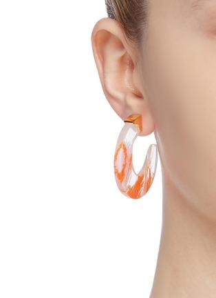 模特儿示范图 - 点击放大 - Ejing Zhang - Tohil纱线树脂开口圆环耳环