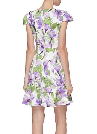 背面 - 点击放大 - alice + olivia - Kirby荷叶边花卉图案连衣裙
