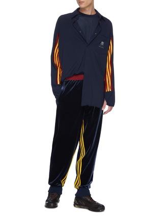 模特儿示范图 - 点击放大 - ADIDAS X BED J.W. FORD - Game拼色设计反光品牌logo条纹长袖T恤
