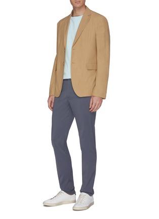 模特儿示范图 - 点击放大 - Theory - Zaine防泼水修身长裤