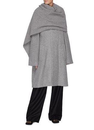 模特儿示范图 - 点击放大 - Balenciaga - 搭叠布饰千鸟格大衣