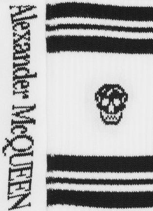 细节 - 点击放大 - Alexander McQueen - 拼色条纹及骷髅头图案混棉针织袜