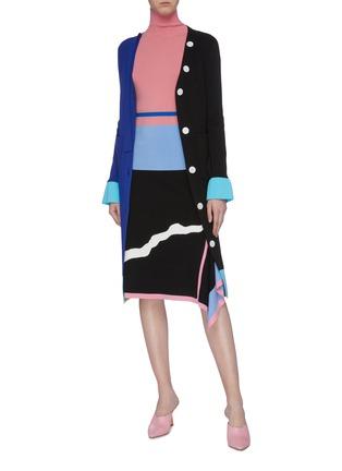 模特儿示范图 - 点击放大 - i-am-chen - 垂坠飘带拼色混美丽诺羊毛长款针织开衫