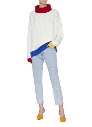 模特儿示范图 - 点击放大 - I-AM-CHEN - 搭叠背面oversize拼色绞花纹针织衫