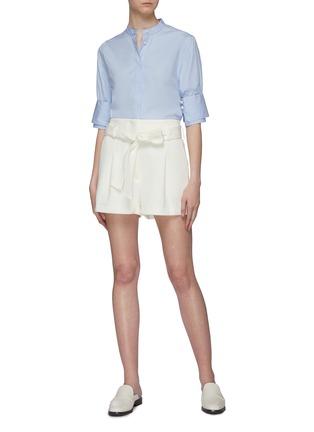 模特儿示范图 - 点击放大 - 3.1 Phillip Lim - 珍珠钮扣双层袖口立领府绸衬衫