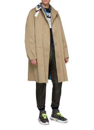 模特儿示范图 - 点击放大 - kolor - 胶带拼贴效果大衣