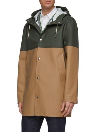 细节 - 点击放大 - Stutterheim - Stockholm中性款拼色连帽雨衣