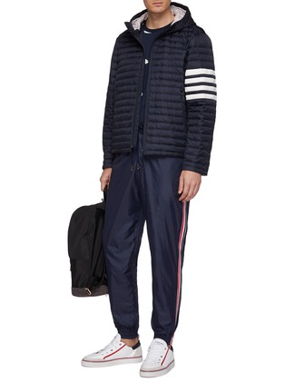 模特儿示范图 - 点击放大 - Thom Browne - 三色条纹布饰抽绳休闲裤