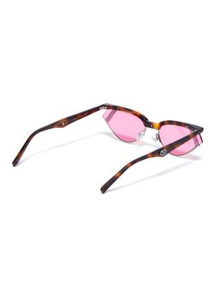 模特儿示范图 - 点击放大 - Fendi - x Gentle Monster GENTLE FENDI 01字样缀饰玳瑁纹猫眼太阳眼镜