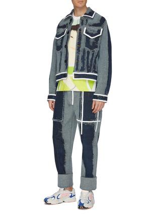 模特儿示范图 - 点击放大 - PRONOUNCE - 拼色条纹磨破细节水洗牛仔夹克