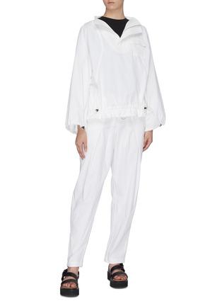 模特儿示范图 - 点击放大 - Short Sentence - 侧拉链高腰纸袋裤