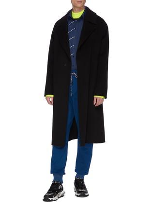 模特儿示范图 - 点击放大 - STAFFONLY - 徽章点缀抽绳休闲裤