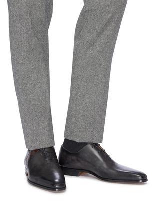 模特儿示范图 - 点击放大 - Magnanni - 车缝线真皮系带牛津鞋