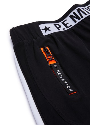 - P.E NATION - Traverse品牌名称裤腰侧条纹功能弹力短裤