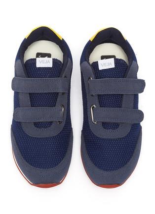 模特儿示范图 - 点击放大 - VEJA - New Arcade儿童款拼接设计魔术贴搭带运动鞋