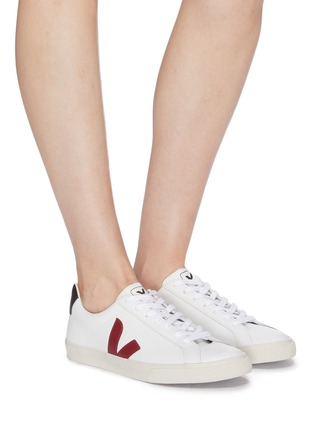 模特儿示范图 - 点击放大 - VEJA - Esplar V字拼贴拼色真皮运动鞋